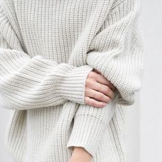 Oversized white sweater outfit