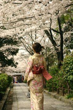 El kimono o vestimenta tradicional japonesa