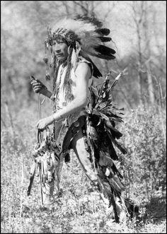 Mato Pahin (Porcupine Bear), Omaha man. Photo taken 1900.