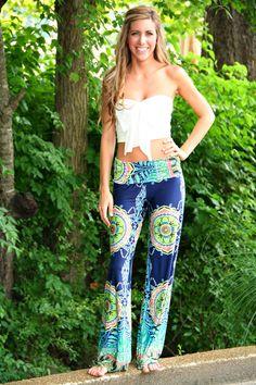 Navy Paisley Yoga Pants from The Paisley Rooster. Saved to Epic Wishlist. Shop more products from The Paisley Rooster on Wanelo. Boho Hose, Boho Pants, Hippy Pants, Beach Pants, Comfy Pants, Love Fashion, Womens Fashion, Fashion Tips, Bohemian Mode