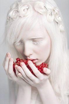 New fashion editorial photography fantasy hair ideas Photography Women, Editorial Photography, Portrait Photography, Food Photography, Fantasy Photography, Modelo Albino, Albino Model, Beauty Skin, Hair Beauty