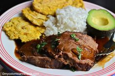 Arepa con Carne Asada (Arepa with Colombian-Style Grilled Beef) Colombian Dishes, My Colombian Recipes, Colombian Food, Beef Eye Round Roast, Fried Yuca, Guisado, Grilled Beef, Fast Easy Meals, Carne Asada