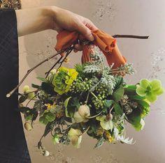 Yukiko Hattoriさん(@ceu0116) 百花籠さんで結婚式の .  大好きなともこさん、たくみさんの担当が終わっちゃった。 . 書きたいことがいっぱい。 . そして胸がいっぱい。 . 今日の和装のブーケのデザイン。 . 私を信頼してくれて、 . 全部お任せ! . この一言で、 . 頭の中のデザインスタート♪ .  持ち手を木の棒にして、生地をリボンにして和装をたっぷり表現。 . . あーでもない、こーでもないと、伝えて、下手なデザイン画を渡して。 . . 形にしてくれてありがとう、まっちゃん。 . . せっかくなら、 . 彼の紋付袴の手で持ってもらいたくて . パチリ♡ . 寂しいなぁ。 . 最高の指名をありがとう。 . 沢山書きます . . We also doing hairmakeup seminar for foreigners. Please send me an message for more detail:-) ⬇︎ hairmakeup.yuki@gmail.com