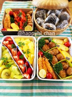 一大イベントの運動会!!みなさん、どんなお弁当を作っているのでしょうか??ちょっとのぞき見しちゃいましょう♡どのお弁当もカラフルでとっても美味しそうですよ~!!内容や盛り付けがとても参考になります。 Japanese Lunch Box, Lunch Time, Dessert Recipes, Desserts, Kung Pao Chicken, Bento, Ethnic Recipes, Food, Happy