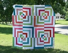crazy mom quilts: big, big bento quilt.  Isn't this just great?  There is so much movement in this quilt!