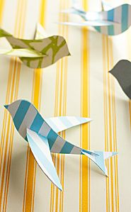 little birds Paper Birds, 3d Paper, Origami Paper, Bird Crafts, Diy And Crafts, Paper Crafts, Mobiles, Gouts Et Couleurs, Paper Mobile