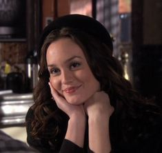 Discover recipes, home ideas, style inspiration and other ideas to try. Gossip Girl Blair, Gossip Girls, Estilo Gossip Girl, Blair Waldorf Gossip Girl, Gossip Girl Fashion, Estilo Blair Waldorf, Blair Waldorf Outfits, Blair Waldorf Style, Blair Waldorf Aesthetic