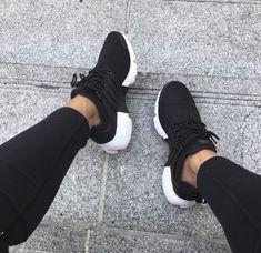 "Nike Air Presto ""black"" // mega matching an All Black outfit! - Jessie Taylor - - Nike Air Presto ""black"" // mega matching an All Black outfit! Sneakers Mode, Best Sneakers, Sneakers Fashion, All Black Sneakers, Adidas Sneakers, Shoes Sneakers, Kicks Shoes, Adidas Nmd, Fashion Outfits"