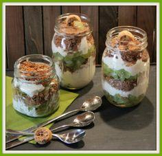Dessert mit Weintrauben Mascarpone Sahne Quark und Cookies