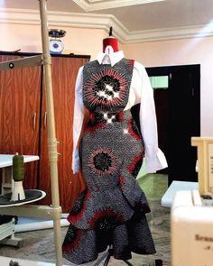 Trendy, Stylish, and Head-Turning Ankara Styles African Fashion Ankara, Latest African Fashion Dresses, African Dresses For Women, African Print Dresses, African Print Fashion, African Attire, African Wear, African Style, African Prints