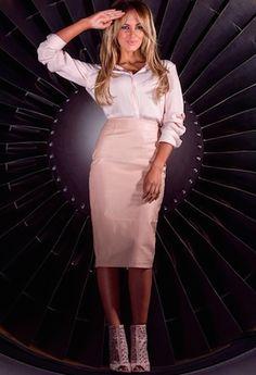 Australian singer Samantha Jade posing in a Qantas Boeing engine Samantha Jade, Casual Date, Pop Singers, Vanity Fair, Get The Look, Nice Dresses, Celebrity Style, High Waisted Skirt, Celebrities