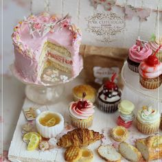 New miniature  composition n-7.  1/12th pink cake ispired by @sweetbakeshop