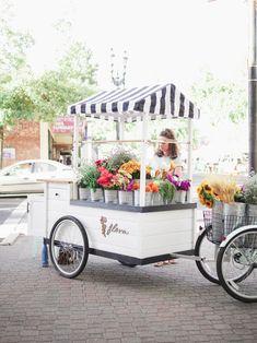 Build your own bouquet at Flora Flower Cart! Flower Truck, Flower Bar, Cut Flowers, Pretty Flowers, Garden Nursery, Outdoor Restaurant, Farm Stand, Flower Stands, Arte Floral