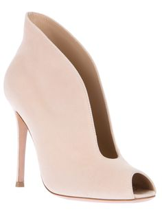 Gianvito Rossi Shoe Boot - i really, badly, truly would love these Fab Shoes, Cute Shoes, Me Too Shoes, Shoes Heels, Bootie Boots, Shoe Boots, Rossi Shoes, Beautiful Shoes, Shoe Collection