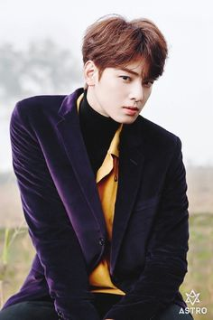 Holy shit with brown hair I didn't recognize him at first OMFG. What is with astro and their intense faces for this album I cannot handle this HAHAHA cheveux Cha Eun Woo, Kim Myungjun, Park Jin Woo, Cha Eunwoo Astro, Lee Dong Min, Astro Fandom Name, Pre Debut, Idole, Sanha