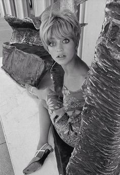 Goldie Hawn was amazing in the first wives club and death becomes her. She's so free spirited and extremely talented.