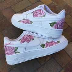 This limited / hype custom Nike Air Force One shoe is handmade and hand painted with acrylic paints (it is both a men's and women's sneaker, a unisex sneaker and a perfect birthday gift or purchase… Air Force One Shoes, Nike Shoes Air Force, Air Force 1, Custom Painted Shoes, Custom Shoes, Nike Custom, Custom Af1, Souliers Nike, Basket Style