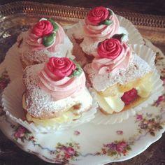 Idea: Cupcake liners used to serve messy treats - Fancy Raspberry Rose Tea Sandwiches - Tea Cakes, Mini Cakes, Cupcake Cakes, Tea Recipes, Dessert Recipes, Afternoon Tea Parties, Macaron, High Tea, Sprinkles