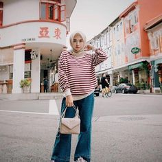 Pin by novianarchm on hijab outfit Hijab Jeans, Ootd Hijab, Hijab Fashion Inspiration, Fashion Ideas, Japan Outfit, Casual Hijab Outfit, Instagram Fashion, Instagram Images, Spring Fashion Outfits