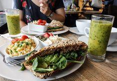Ett riktigt bra frukosttips i Göteborg är Brogyllen och deras klassiska wienercafé på Västra Hamngatan 2. Brogyllen finns också i Mölndal, Landala torg och Stora Saluhallen. Gothenburg, Cobb Salad, Tacos, Mexican, Ethnic Recipes, Travel, Food, Viajes, Essen