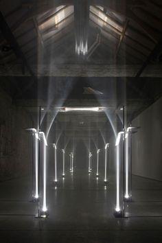 Actualité / Troika courbe la lumière pour former des arches / étapes: design & culture visuelle