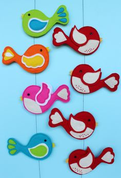 Cute felt birds for hanging, for tags, for any kind of birdy decorating. I would like to make a whole Christmas tree full of them...but....thats never