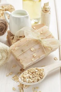 Seife selber machen mit Hafer, Milch und Honig Make soap yourself with oats, milk and honey Homemade Coconut Milk ShaSoap for children themselves mSoap for children themselves m Milk Recipes, Soap Recipes, Flour Recipes, Shampooing Diy, Belleza Diy, Diy Beauté, Honey Soap, Image Skincare, Milk And Honey