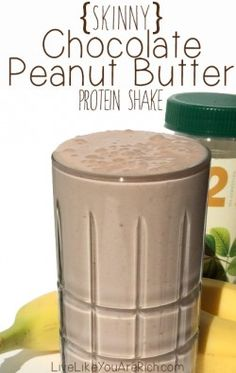 Skinny Chocolate Peanut Butter Protein Shake (only 275 calories) This is my favorite meal replacement/protein shake. It's delish, only has 275 healthy calories, and is very filling! Perfect for a healthy dessert! Smoothie Proteine, Protein Smoothies, Protein Shake Recipes, High Protein Snacks, Pb2 Recipes, Protein Foods, Fruit Smoothies, Protein Bars, Muscle Milk Smoothie