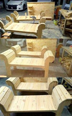 Pallets Sofa Bench palletbenches WoodworkingProjectsBeginner is part of Wood pallet projects - Wooden Pallet Projects, Wooden Pallet Furniture, Pallet Sofa, Pallet Crafts, Pallet Ideas, Recycled Pallets, Wood Pallets, Recycled Materials, Furniture Projects