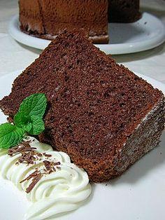 Carol 自在生活 : 巧克力戚風蛋糕 Cake Cookies, Cupcake Cakes, Cupcakes, Chocolate Chiffon Cake, Chocolate Cakes, Good Food, Yummy Food, Healthy Food, Polish Recipes