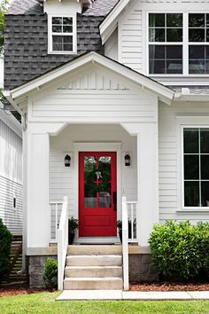 Looking for modern white farmhouse exterior ideas? Don't be under the impression that modern white farmhouse exteriors must be blah and boring; Door Paint Colors, Front Door Colors, Front Door Decor, Glass Front Door, Front Porch, White Farmhouse Exterior, Farmhouse Front, Farmhouse Ideas, Modern Exterior