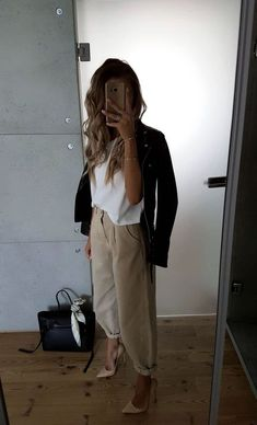 Beige Outfit Summer Classy & Beige Outfit Summer - The Effective Pictures We Offer You About diy clothes A quality picture can tell you many things. Fall Office Outfits, Business Casual Outfits For Work, Winter Outfits, Blazer Outfits Fall, Beige Outfit, Fashion 2020, Look Fashion, Fashion Design, Gothic Fashion