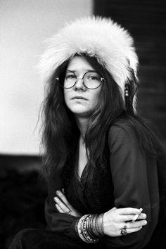 Janis Lyn Joplin (Port Arthur, Texas, 19 de enero de 1943 – Los Ángeles, California, 4 de octubre de 1970) fue una cantante estadounidense de rock and roll y blues caracterizada por su poderosa voz y su espíritu rebelde. Fue un símbolo femenino de la contracultura de los '60 y el movimiento hippie y la primera mujer en ser considerada una gran estrella del rock and roll.