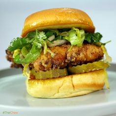 Ranch Fried Chicken Sandwich by Michael Symon (including the Ranch seasoning powder) Chicken Sandwich Recipes, Fried Chicken Sandwich, Soup And Sandwich, The Chew Recipes, Cooking Recipes, Game Recipes, What's Cooking, Cooking Ideas, Food Ideas