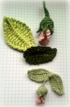 gehäkelte Blätter und Knospen