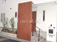 施工例玄関前目隠し 三協アルミ メイクスクリーン 縦格子 Modern Entrance Door, Entrance Doors, Window Screens, Modern Exterior, Hostel, House Rooms, Mid-century Modern, Architecture Design, Home And Garden