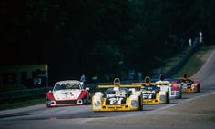 L'Alpine-Renault A442B de Didier Pironi (et Jean-Pierre Jaussaud), futur vainqeur, devant l'A442A de JP Jarier (& D Bell), la Porsche 936/78 de Ickx-Wollek-Barth et l'Alpine A442A Calberson de Ragnotti-Frequelin-Dolhem-Jabouille 24H du Mans 1978