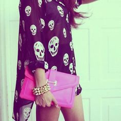 Adoramos a blusa #caveira #bolsa #pink #perfect #superestilosas #pulseira #spikes #love #instagirl #instayolo #gamei #fashion #fabulous  #Padgram