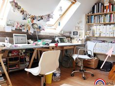An atelier under the roof in Paris... sigh.