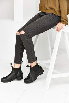 Shop Blundstone 510 Original Chelsea Boot at Urban Outfitters today. We carry all the latest styles, colors and brands for you to choose from right here. Blundstone Boots Women, Black Ankle Boots, Heeled Boots, Women's Boots, Black Chelsea Boots Outfit, Snow Boots, Ankle Booties, Leather Booties, Moda Masculina