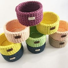 No automatic alt text available. Crochet Table Mat, Crochet Bowl, Crochet Basket Pattern, Knit Basket, Crochet Patterns, Crochet Organizer, Crochet Storage, Diy Crafts Crochet, Tote Bags Handmade