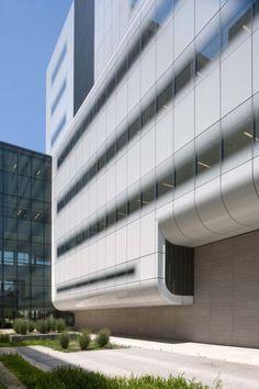 Transparent-opaque glass facade with gradient transition - Cristales opacos o transparentes con difuminado  //  Gates Vascular Institute - Yazdani Studio of Cannon Design