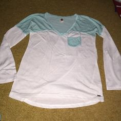 Roxy raglan top Mint & white • sleeves can roll up & be buttoned (3/4) • worn 3x • super soft • $2 shipping via 🅿️🅿️ Roxy Tops