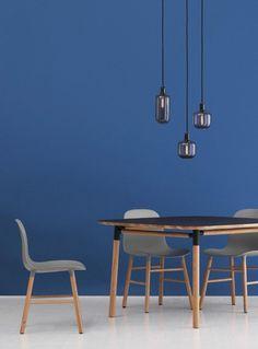 A beautiful interior design with the Normann Copenhagen Amp suspension lamp Contemporary Chairs, Modern Chairs, Modern Contemporary, Scandinavian Interior Design, Beautiful Interior Design, Kitchen Spotlights, Interior Design Principles, Retro Lighting, Lighting Ideas