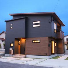 "ANDYは選べるデザインが3タイプあり、今回ご紹介するタイプは個性的な""インダストリアル""スタイル。 外観、内装共にインダストリアルスタイルに統一できます。 House Outer Design, Modern Small House Design, Building Facade, Dream House Exterior, Japanese House, Exterior Design, House Styles, Sweet Home, Outdoor Decor"