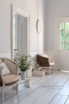 White & Faded is more than restoring furniture! Living Dining Room, White Rooms, Decor, Interior Design, House Interior, French House, Interior, White Decor, Home Decor