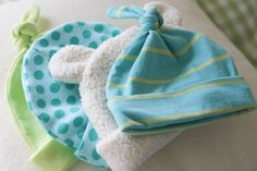DIY homemade baby hats. Easy to follow tutorial and they only took 20 minutes for each one. Great baby shower gifts. :)