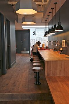 Name: Clive Burger Location: Calgary, Canada Design: Unknown Clive Burger is a wonderful example of a fast casual space with a moder. Burger Bar, Burger Restaurant, Decoration Restaurant, Restaurant Design, Restaurant Interiors, Modern Restaurant, Cafe Bar, Pub Bar, Commercial Design
