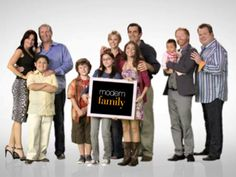 Modern Family (TV Show). Not only is this show hilarious, it is a show we all love Modern Family Season 4, Modern Family Tv Show, Phil Dunphy, Best Tv Shows, Best Shows Ever, Favorite Tv Shows, Favorite Things, Julie Bowen, Netflix