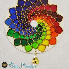 Glass Painting Patterns, Glass Painting Designs, Paint Designs, Mandala Drawing, Mandala Art, Bottle Painting, Bottle Art, Stained Glass Art, Mosaic Glass